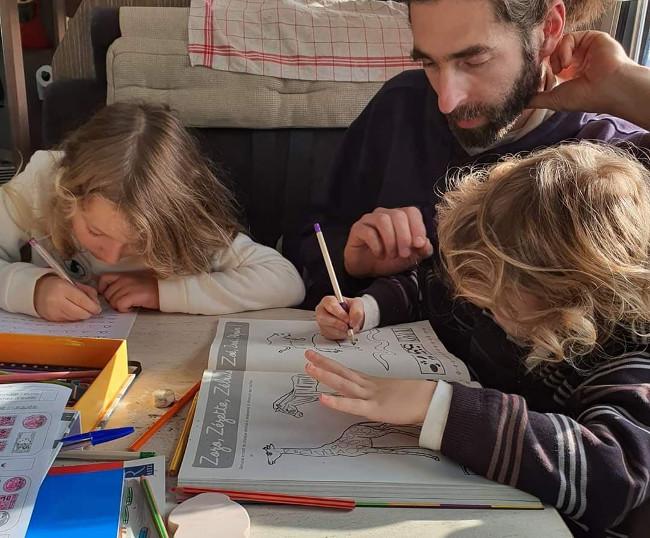 IEF, pédagogie Montessori et vie en van